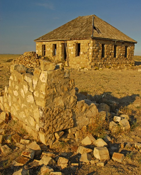 Old Prairie School by Elmer Paetow, f11 Digital, Score: 9