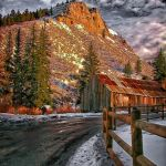 Roadside Cabin by Dick York, f11 Digital, Score: 9