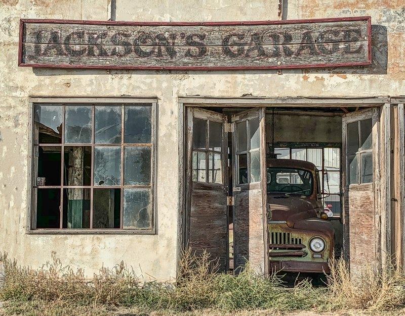 Jackson's Garage by Gwen Paton, f11 Color Digital, Score: 10